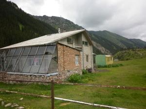 The 'shack' at Altyn Arashan