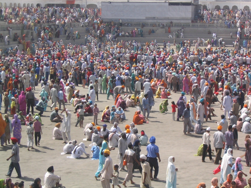 Throngs at the Golden Temple, Amritsar