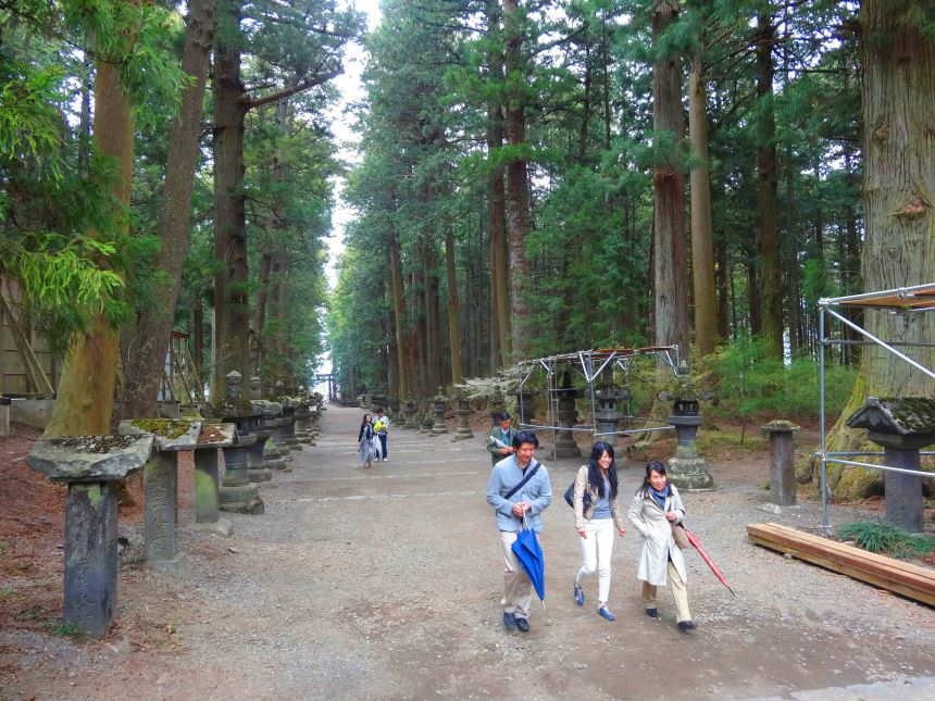 Avenue approaching the Sengen Shrine.