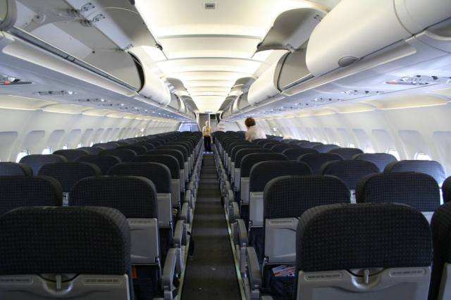 Tiger_Airlines_Airbus_A320-232_interior