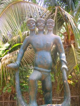 A three-headed sculpture on the Route des Esclaves
