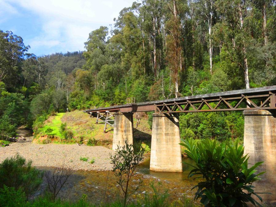 The train journeys over this bridge.