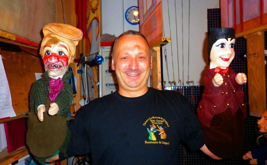 A puppeteer with his puppets. Guignol on the right.