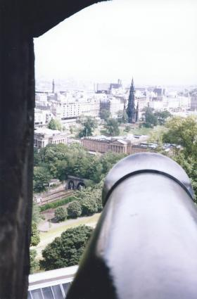 Canon view from the castle over Edinburgh.