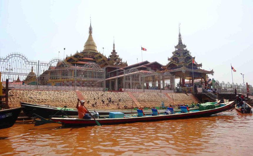 Exterior Paung Daw Oo Pagoda.