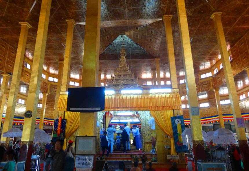 Inside the pagoda of Paung Daw Oo