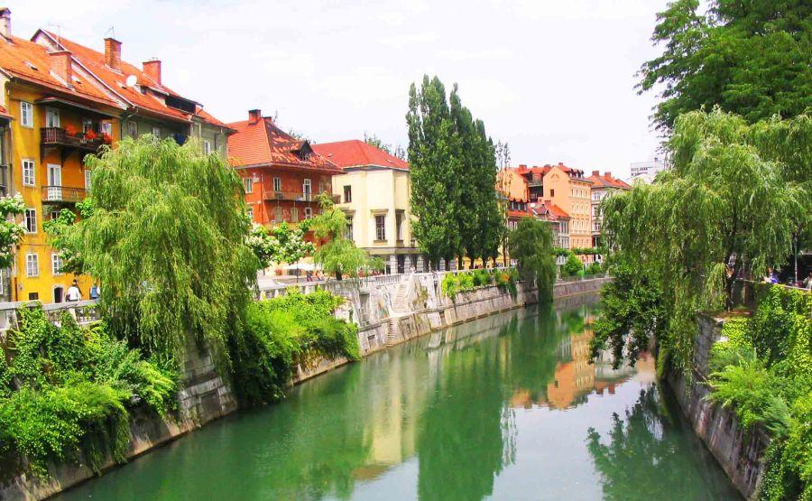 River between the houses in Ljubljana.