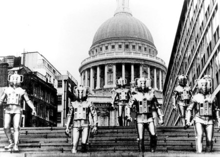 Cybermen outisde St Paul's in 1968's 'The Invasion'.