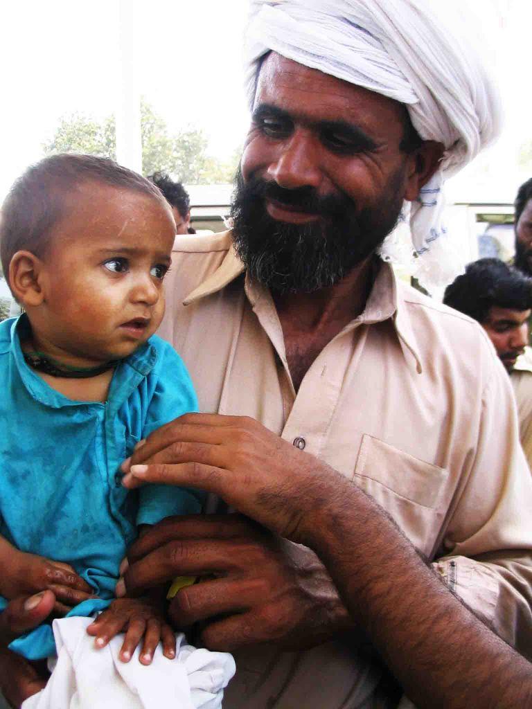 pakistan man and child