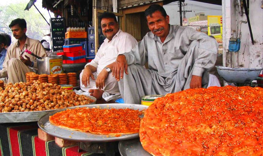 pakistan men selling naan