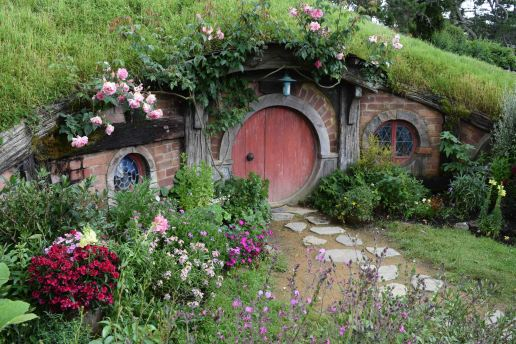 A cute little house in Hobbiton.