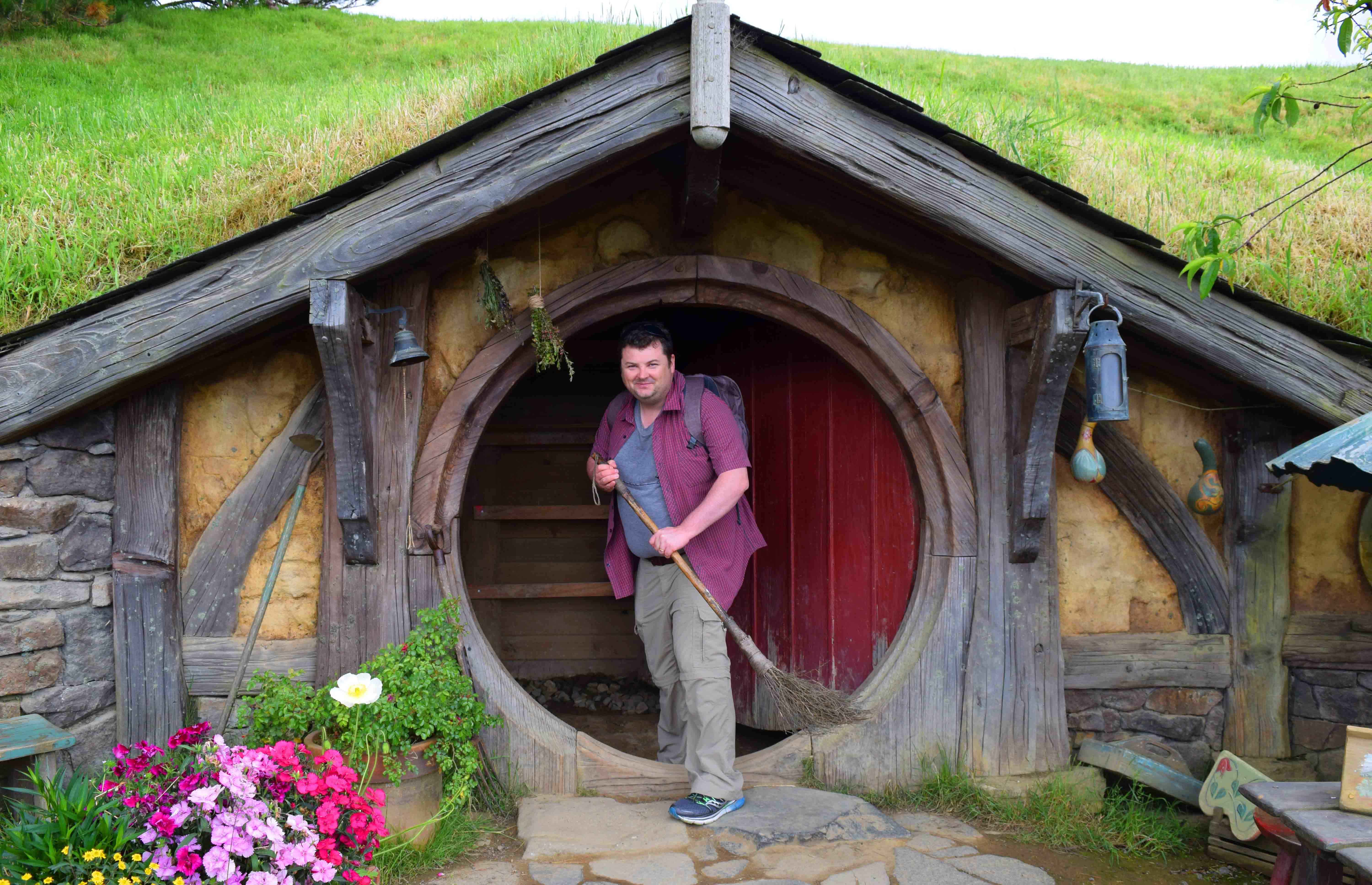 One Hobbit door as a wall behind it for pictures. & Getting Your Hobbit On. At Hobbiton New Zealand. | Andyu0027s World ...