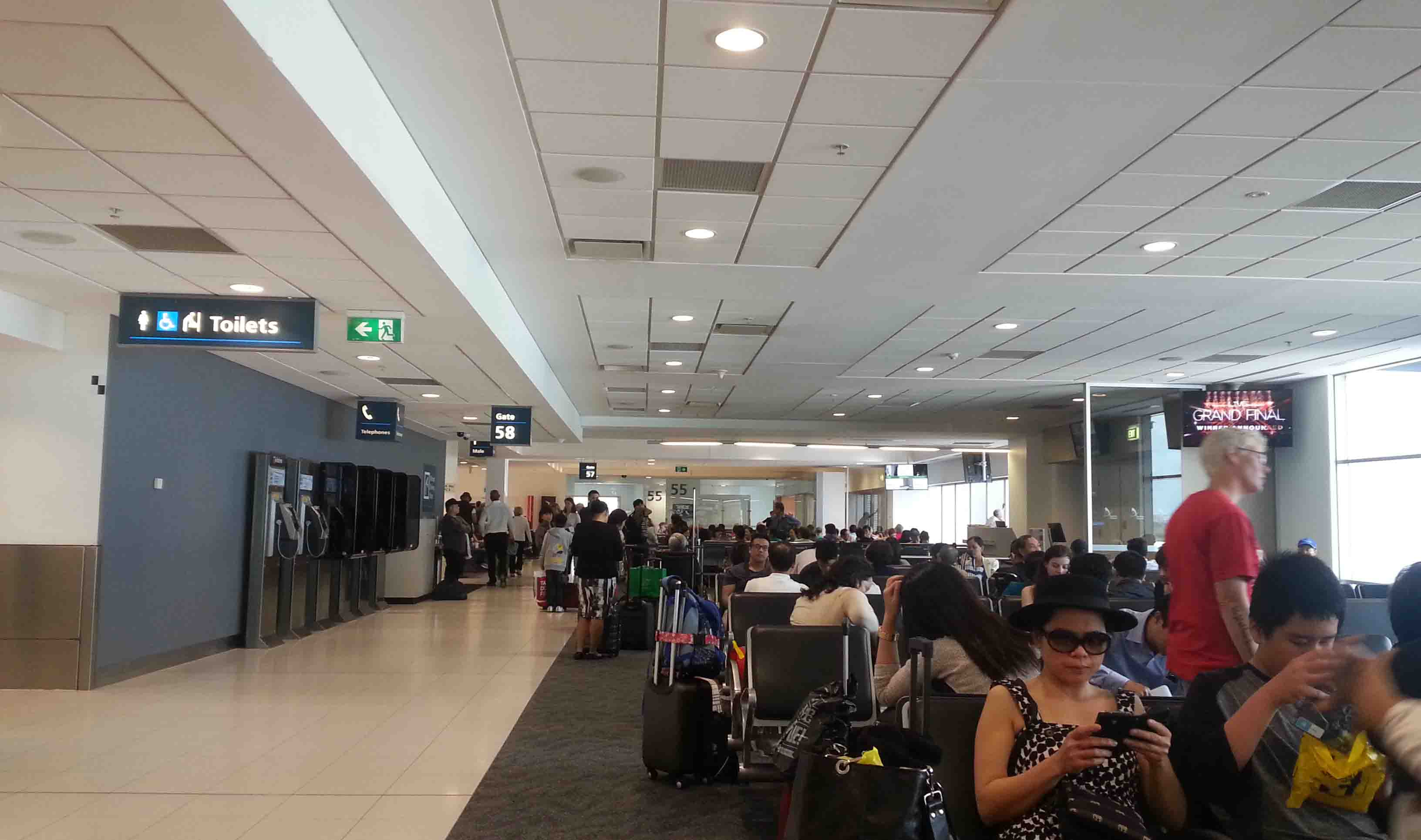 The Wednesday Review – Sydney Airport | Andy's World Journeys