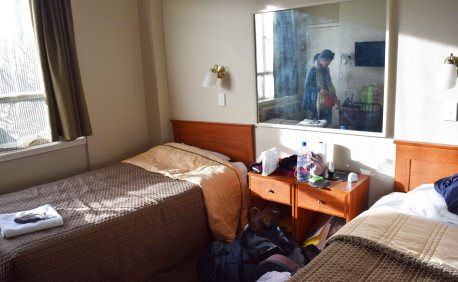 Twin room budget hotel in Auckland.