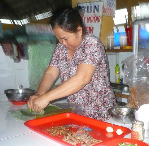 lady at nha trang market