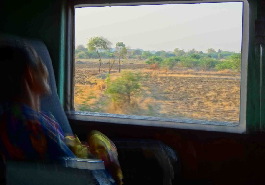 lady on train thazi