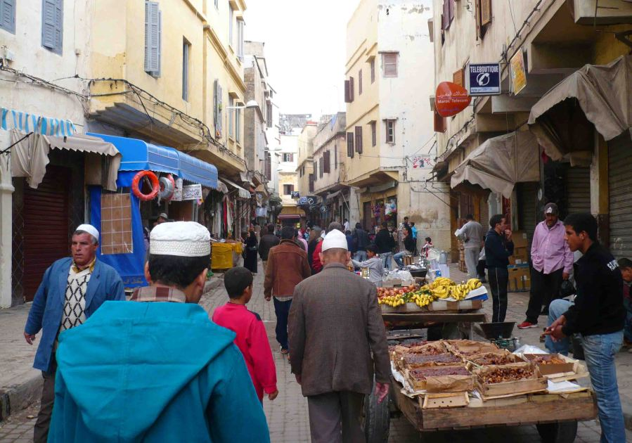 Sellers and life in the old city.