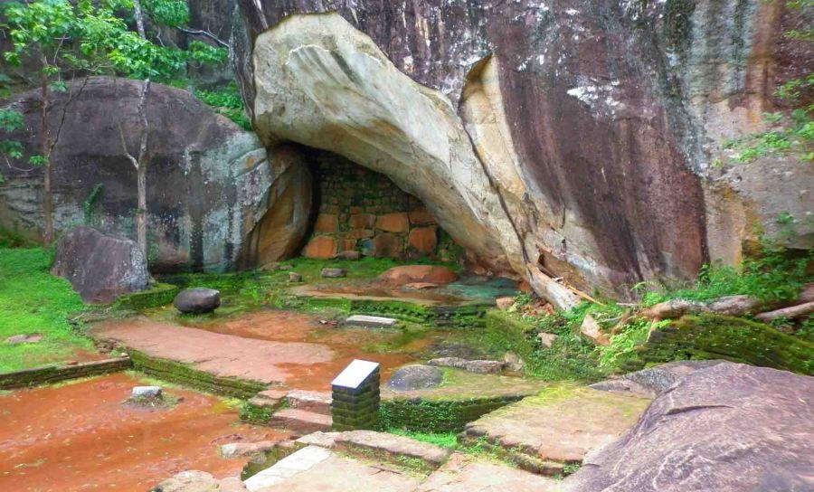 interesting-cave-sigiriya