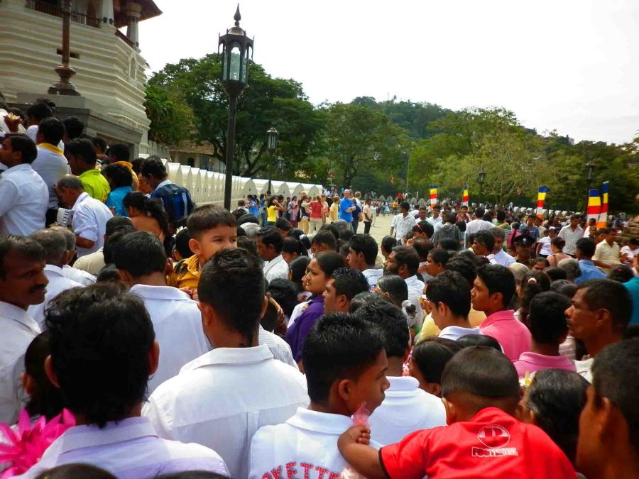 Crowds at temple in Kandy