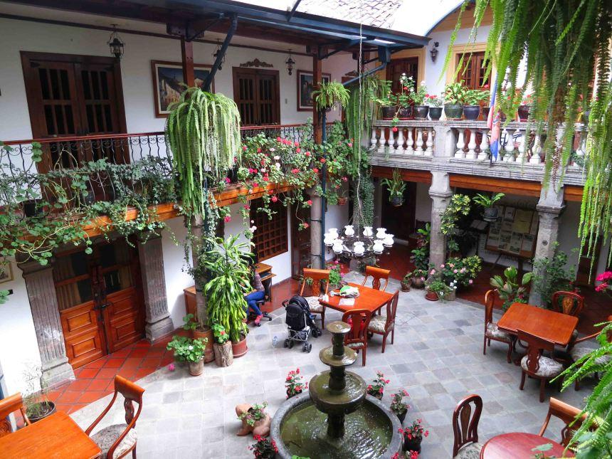 courtyard-hotel-san-francisco-de-quito