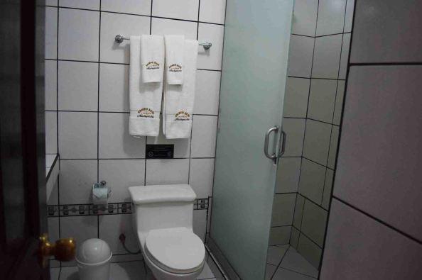 gringo-bills-bathroom