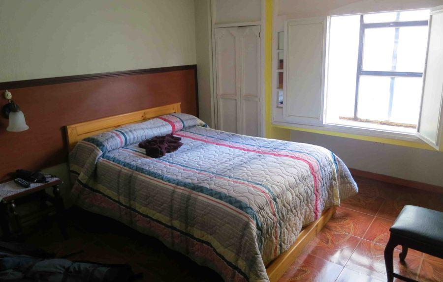 hotel-tren-dorado-full-bedroom