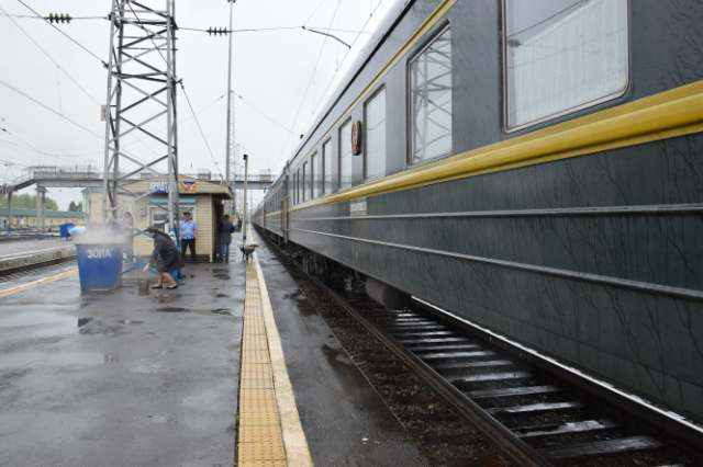 train stopped at mariinsk station