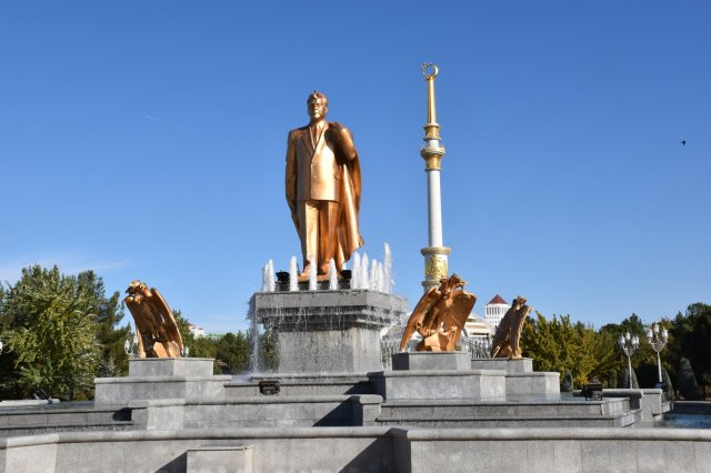 Ashgabat statue