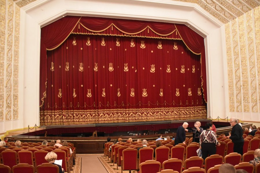 Inside Bolshoi Opera and Ballet Theatre