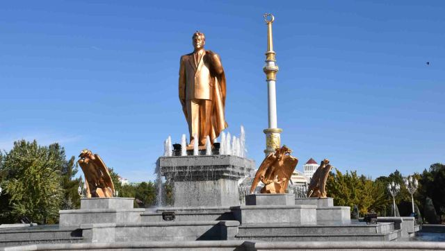 Statue of Turkmenbashi
