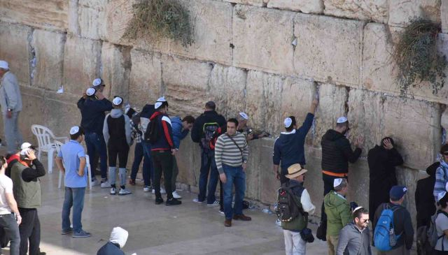 Many at the Western (Wailing) Wall